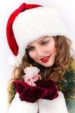 有一个蜡烛的美丽的妇女圣诞老人 免版税库存图片