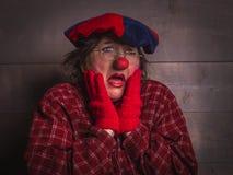 有一个表情的一个怀疑的小丑不知道 库存图片