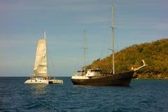 有一个被阻塞的风帆的法国筏 免版税库存照片