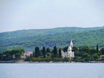 有一个陵墓的一个坟园地中海的 库存照片