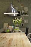 有一些传统touche的现代厨房 免版税库存图片
