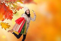 有一些购物袋的年轻美丽的妇女 图库摄影
