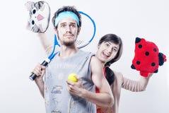 有一位红色啦啦队员的网球员 免版税图库摄影