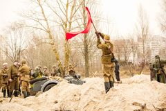 有一副红色横幅的战士女孩 戈梅利,白俄罗斯 免版税库存照片