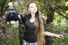 有一只奇怪的笼子的巫婆 图库摄影