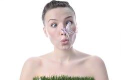有一只蝴蝶的俏丽的女孩在她的鼻子 图库摄影