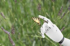 有一只蝴蝶的机器人手在it& x27; s手指 免版税库存图片
