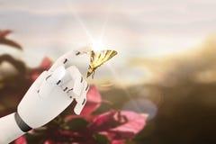 有一只蝴蝶的机器人手对此` s手指 免版税图库摄影