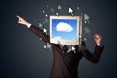 有一台显示器的商人在他的头、云彩系统和pointe 免版税图库摄影