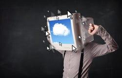 有一台显示器的商人在他的头、云彩系统和pointe 库存照片