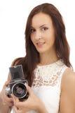 有一台老照相机的女孩 免版税图库摄影