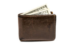 有一和五十一百的老皮革棕色钱包美元在白色背景隔绝的钞票 免版税库存图片