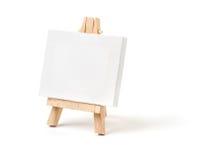 有一块空白的帆布的画架 免版税图库摄影
