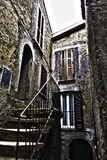 有一层小的楼梯的老房子 免版税图库摄影