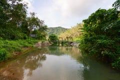 有一座具体和钢桥梁的小存贮池塘 免版税图库摄影