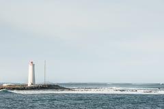 有一座小灯塔的海岛 图库摄影