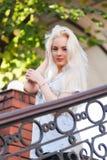有一张俏丽的面孔的美丽的年轻白肤金发的女孩 库存照片