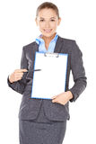 有一张空白的剪贴板的女实业家 免版税图库摄影