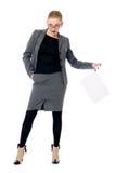 有一张空白的纸片的活跃女商人 库存图片