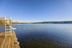 有一张幻灯片的私有船坞在华盛顿湖 图库摄影