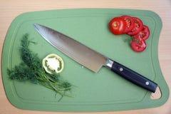 有一把刀片的刀子厨房从锦缎钢 免版税库存照片