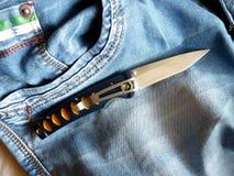 有一把刀片的铅笔刀从锦缎钢 库存图片