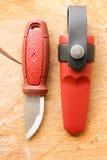 有一把固定的刀片的小刀子猎人的 库存照片