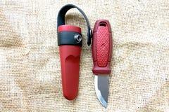 有一把固定的刀片的猎刀 库存图片