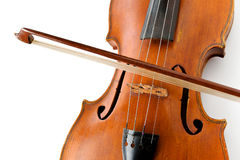 有一把弓的老小提琴在白色背景 免版税库存照片