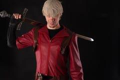有一把拙劣的剑的英俊的人 免版税库存照片