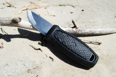 有一把短的刀片的猎刀 免版税库存照片