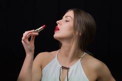 有一支红色唇膏的妇女 免版税库存图片