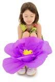 有一朵大莲花的女孩 免版税库存照片