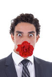 有一朵玫瑰的人在他的嘴 免版税库存图片