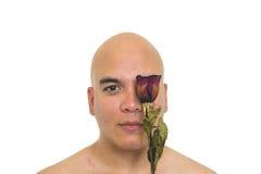 有一朵红色玫瑰的人在他的眼睛 免版税库存照片