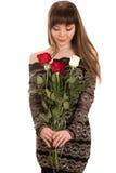 有一朵红色玫瑰的害羞的少妇 免版税库存照片