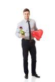 有一朵红色玫瑰的年轻人和心脏迅速增加 库存图片