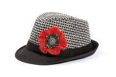 有一朵花的一个帽子从在白色的fulled羊毛 免版税库存照片