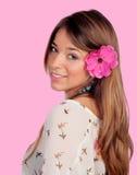 有一朵花的美丽的女孩在头 库存图片