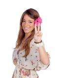 有一朵花的美丽的女孩在头 免版税库存照片