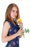 有一朵黄色花的女孩 免版税库存照片