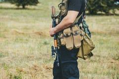 有一杆枪的战士在手上 免版税库存照片