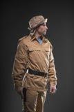 有一杆枪的战士在黑暗的背景 免版税图库摄影