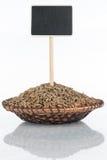 有一束的板材黑麦五谷和它的反射和价牌,尖 免版税库存图片