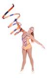 有一条体操丝带的美丽的灵活的女孩体操运动员 库存图片