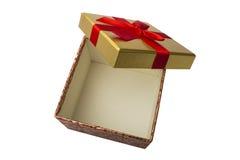 有一条红色丝带的一个开放礼物盒 查出 库存图片