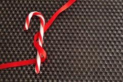 有一条红色丝带的一个棒棒糖 图库摄影