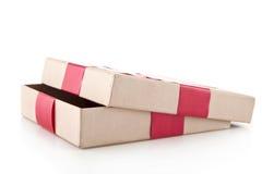 有一条红色丝带的箱子 库存图片