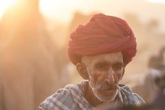 有一条红色头巾的Rajasthani人 库存照片