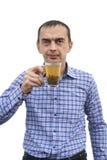 有一杯茶的一个人 免版税图库摄影